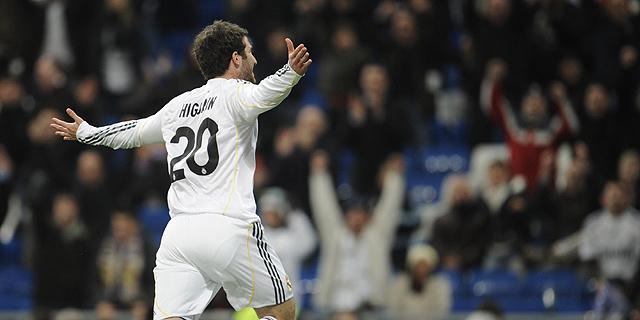 Гонсало Игуаин забил очередной гол-красавец. (Фото: AP)