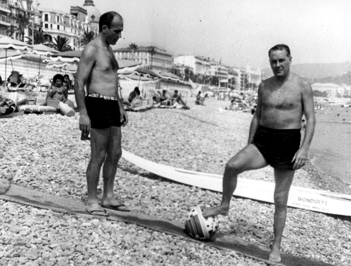 Ди Стефано и Луис Карнилья на пляже Ниццы в 60-х
