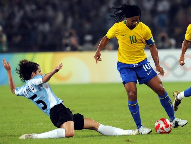 Гаго против Роналдинью