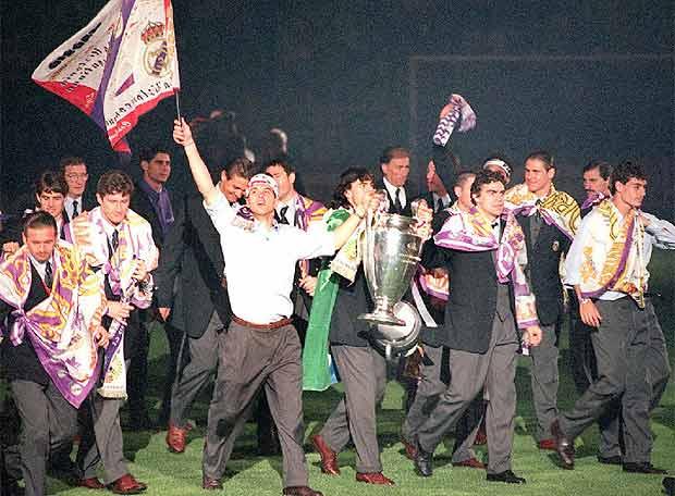Педро Контрерас с Кубком Чемпионов