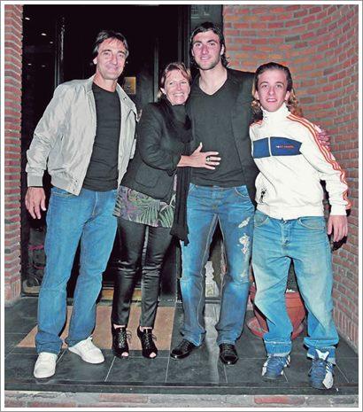 Гонсало Игуаин со своей семьей