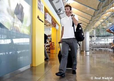 Ван Дер Варт в аэропорту перед вылетом в Колумбию