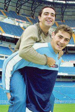Хави и Икер. 2001 г.