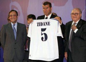 Зидан на презентации в Реал Мадриде 9 июля 2001 года