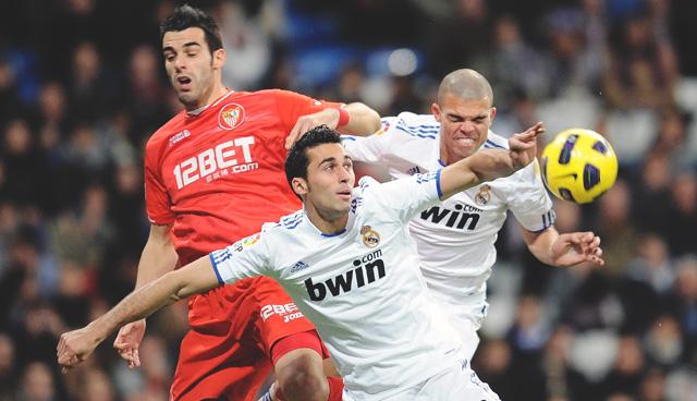 Арбелоа и Пепе в матче против Севильи